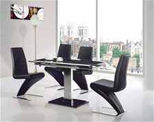 GAMI EXTENDING GLASS TABLE AND 4 CHAIRS<br />