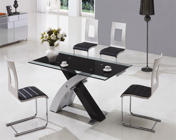 XANTA GLASS TABLE AND CHAIRS
